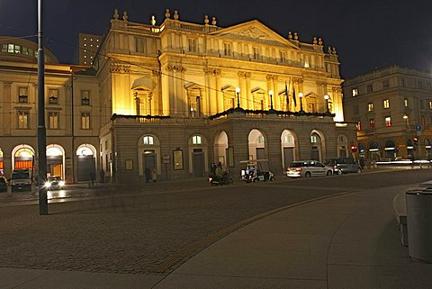 Piazza della Scala, Milan, Lombardy, Italy