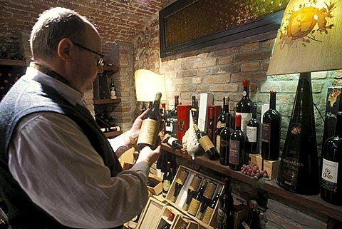 Leo Ramponi owner, Il Bersagliere restaurant, Verona, Veneto, Italy.