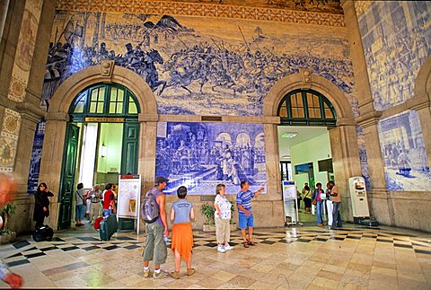 Historical Azulejos, Sao Bento railway station, Porto, Portugal, Europe