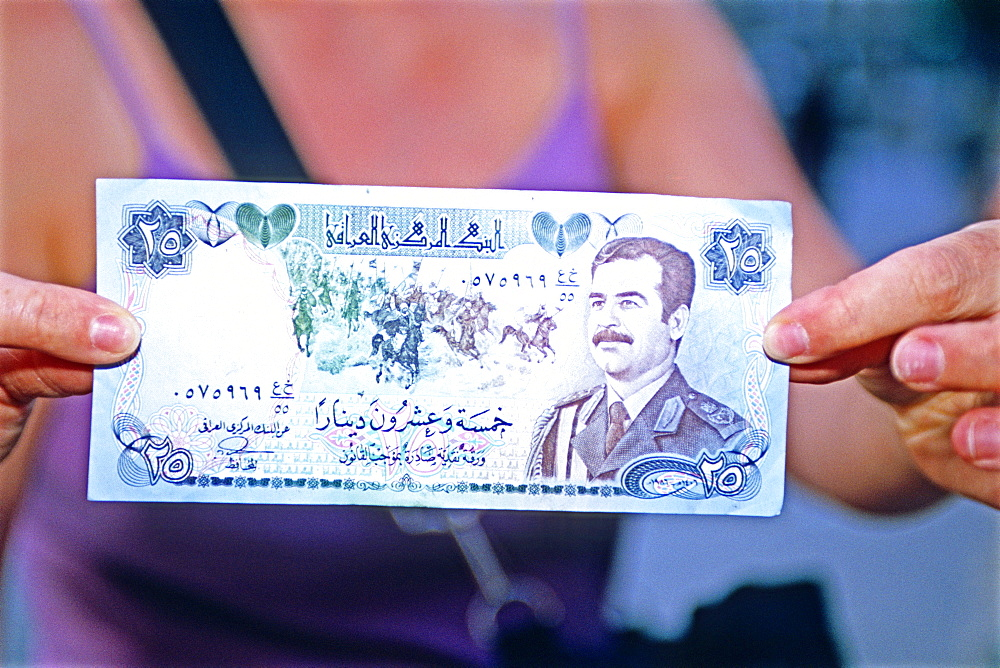 Iraqi banknote with Saddam effigy, Iraq, Middle East