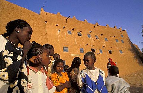 Local children at Agadès mosque,  Agadès, Republic of Niger, West Africa, Africa