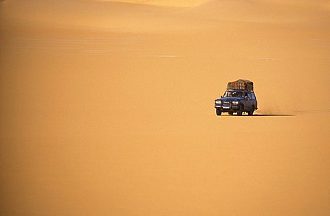 Jeep in the desert, Republic of Niger, West Africa, Africa