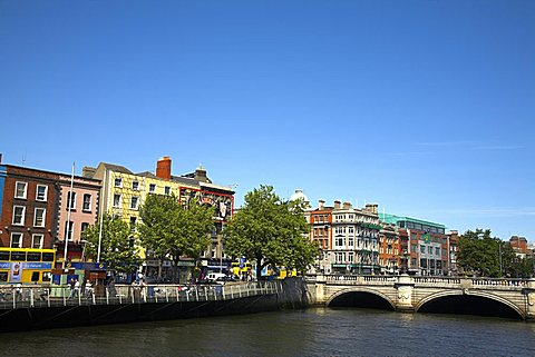 O'Connell bridge spanning the River Liffey, Dublin, Republic of Ireland, Europe
