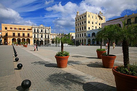 Plaza Vieja, Havana, Cuba, West Indies, Central America