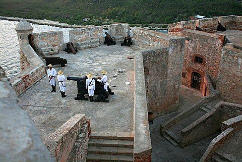 The shooting of the gun, Castle of Morro (Castillo del Morro), Santiago de Cuba, Cuba, West Indies, Central America