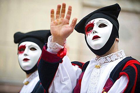 Horsemen salutes proceed along the route of the tournament, Sartiglia feast, Oristano, Sardinia, Italy, Europe