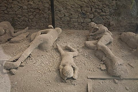 plaster victim of Pompei, a large Roman town destroyed in 79AD by a volcanic eruption from Mount Vesuvius, UNESCO World Heritage Site, Pompei, Naples, Campania, Italy, Europe