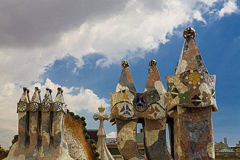 Chimney, Casa Battlò of Antoni Gaudì, Passeig de Gràcia, Barcelona, Spain, Europe