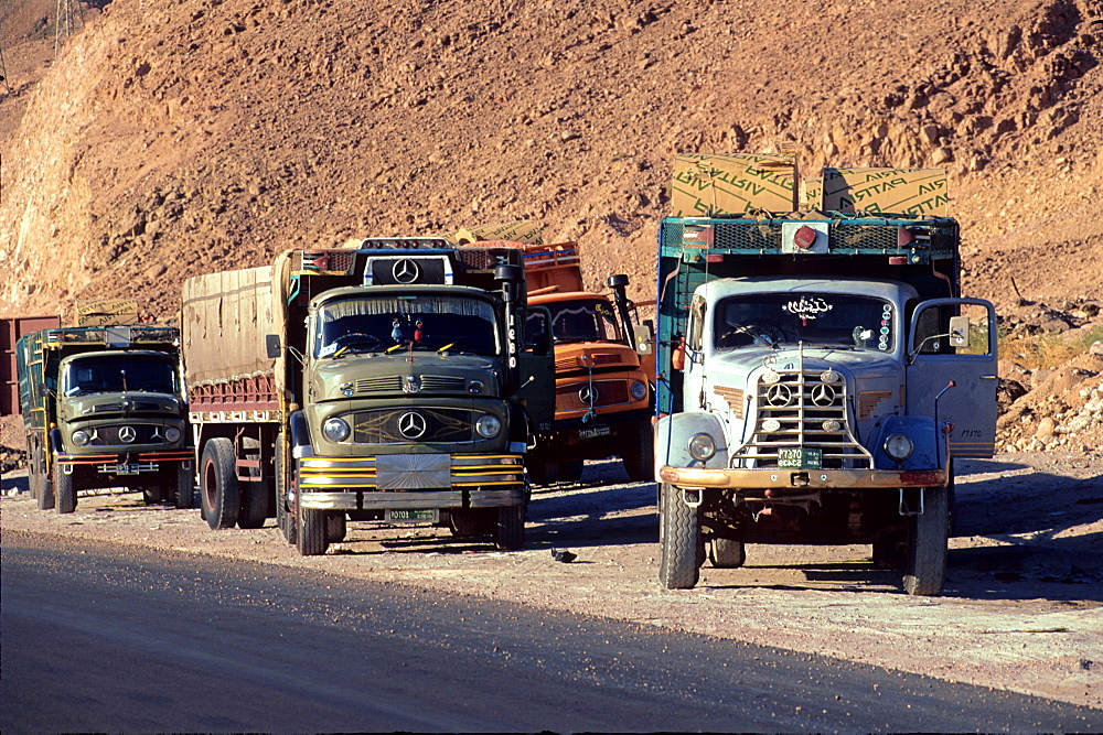 Trucks direct to Jeddah, Saudi Arabia, Middle East