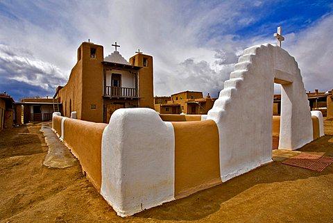 Spanish mission, Taos pueblo, New Mexico, United States of America, North America