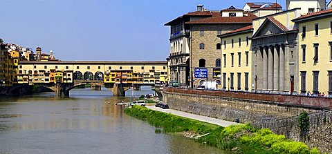 Arno river and Ponte Vecchio bridge, Florence, Tuscany, Italy, Europe, UNESCO World Heritage Site