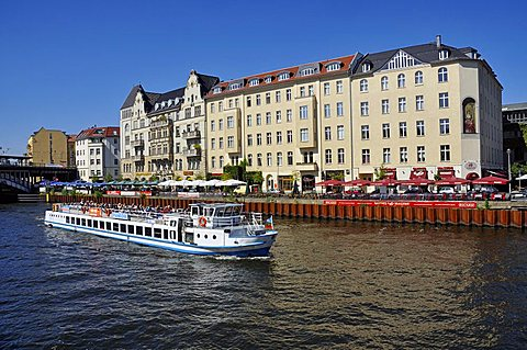 Boats on the Spree river, Friedrichstrasse, Berlin, Germany, Europe