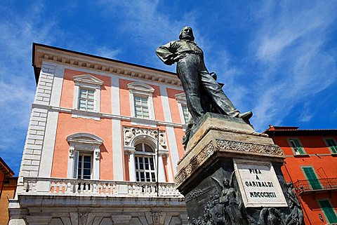 Garibaldi Statue, near Borgo Stretto, Pisa, Tuscany, Italy, Europe