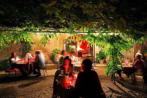 Dinner, Hotel la Bastide de Voulonne, Cabrieres d'Avignon, Provence-Alpes-C¬?te d'Azur, France, Europe