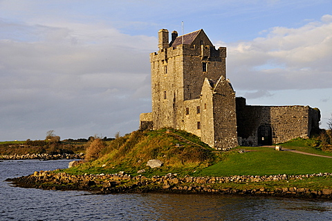 Dunguaire Castle at sunset near Kinvarra, Galway Bay, County Galway, Republic of Ireland, Europe