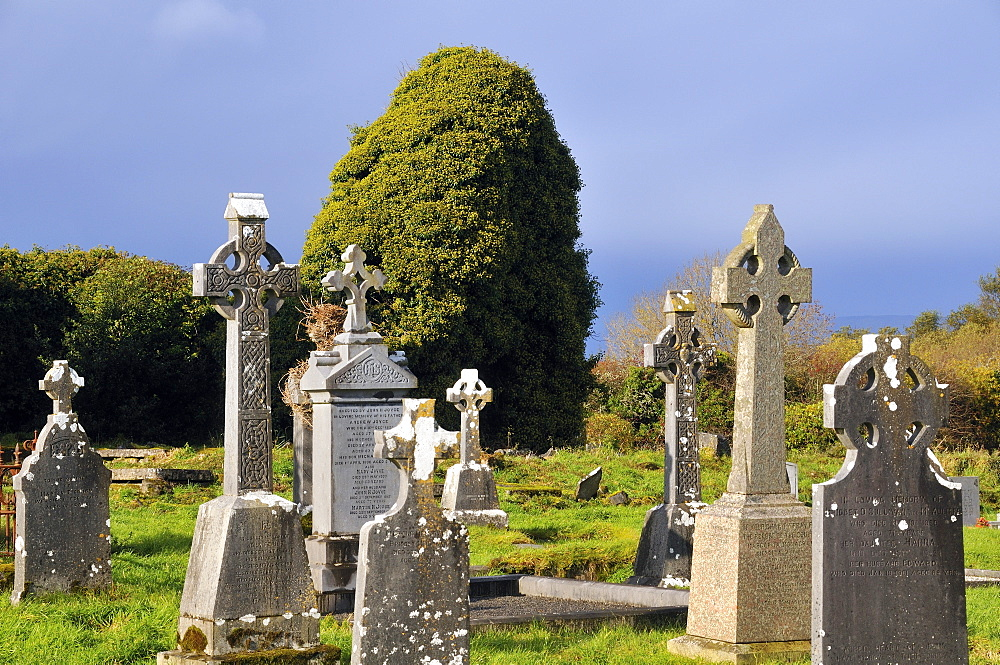 Cemetery with Celtic Cross, Lough Corrib lake, Connemara, County Galway, Connacht, Republic of Ireland, Europe