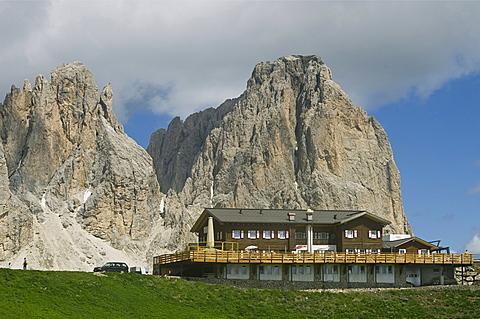 sassolungo mountain and des alpes mountain hutte, sella pass, italy