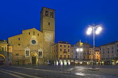 vittoria square and duomo, lodi, italy