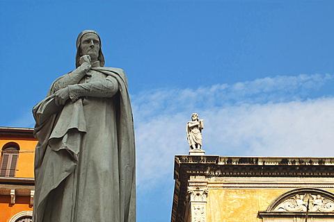 Dante Statue, Piazza Signori, Verona, Veneto, Italy