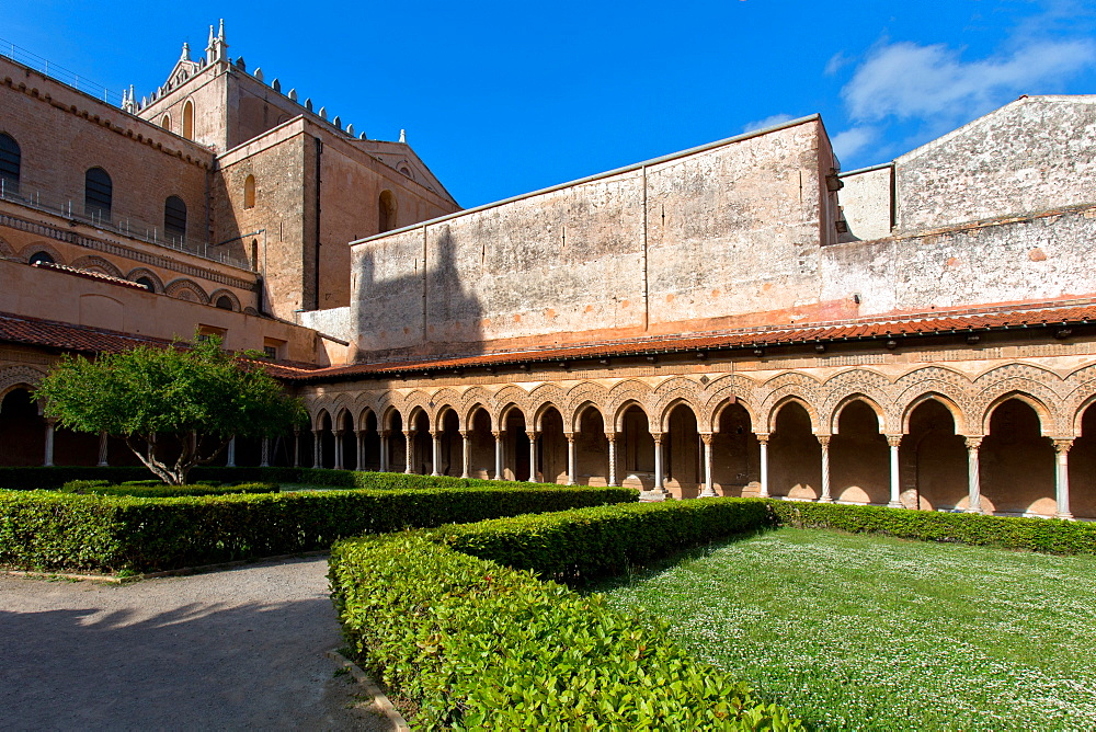 Cloister, Cattedrale di Santa Maria Nuova cathedral, Monreale, Sicily, Italy, Europe
