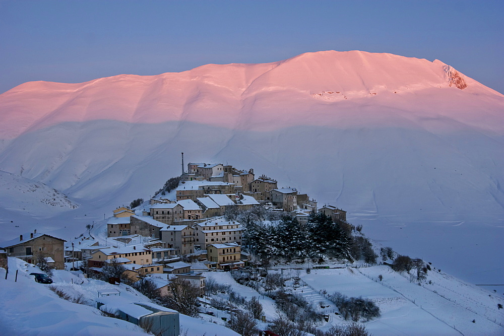 Winter, Monti Sibillini National Park, Landscape, Castelluccio di Norcia, Perugia, Umbria, Italy, Europe
