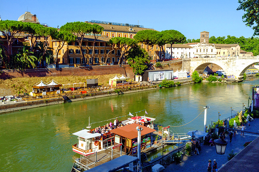 Daily boat trip on Tiber river from Ponte Sisto bridge and cafè and restaurant on the river bank,  Rome, Lazio, Italy, Europe