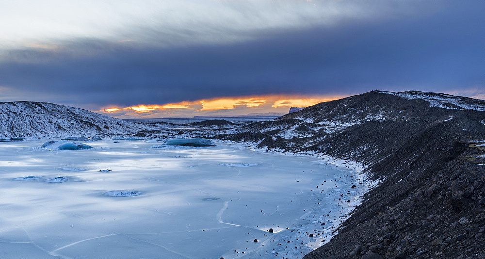 Glacier Svinafellsjoekul in the  Vatnajoekull NP during winter. view towards the outwash plain or sandur  europe, northern europe, iceland,  February