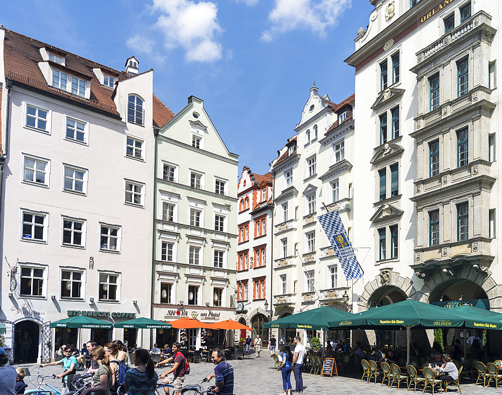 Buildings at the Platzl in the old center of Munich right opposite of the Hofbraeuhaus. Europe, central europe, germany, bavaria