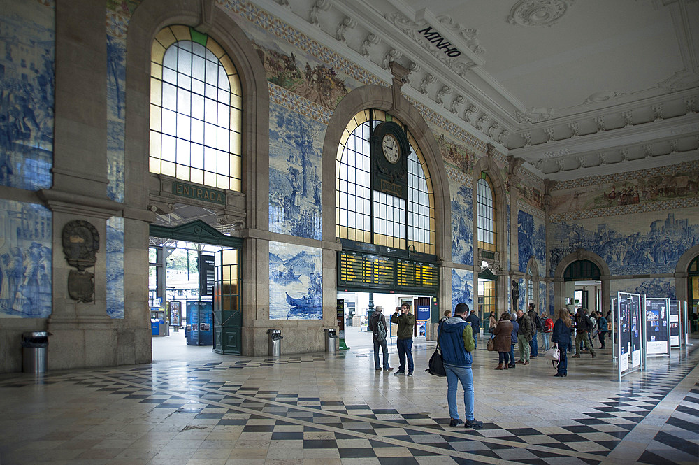 Sao Bento railway station, decorated by azuleios, Porto, Portugal, Europe