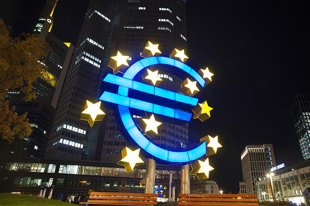 Euro Installation, Willy Brand Platz, Frankfurt am Mein, Frankfurter skyline, Frankfurt, Hesse, Germany, Europe