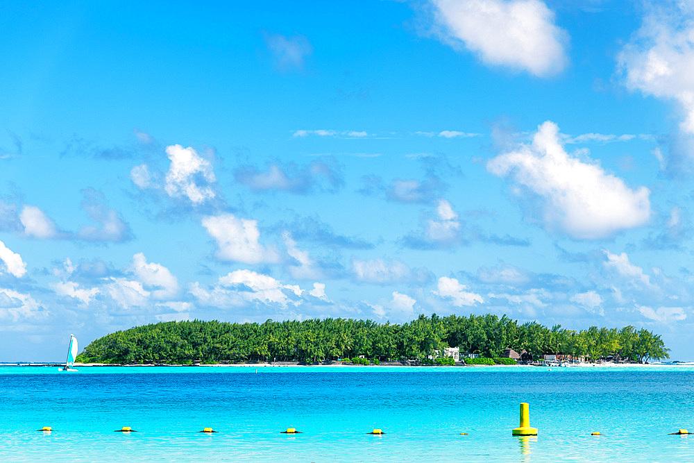 Ilde De Deux Cocos in fornt of Blue Bay Beach, Mauritius