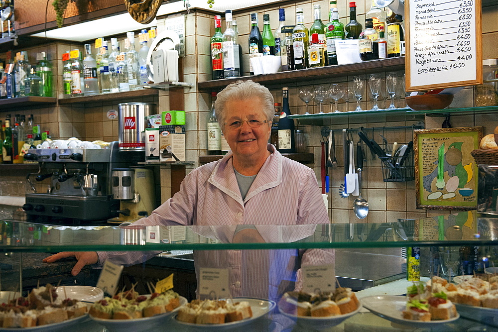 "Portrait of the owner of the osteria (Bacaro) called ""Al Botegon"", Cantine del Vino Già Schiavi, where are usually served the ""cicchetti"", small side dishes, Venice, Veneto, Italy, Europe"
