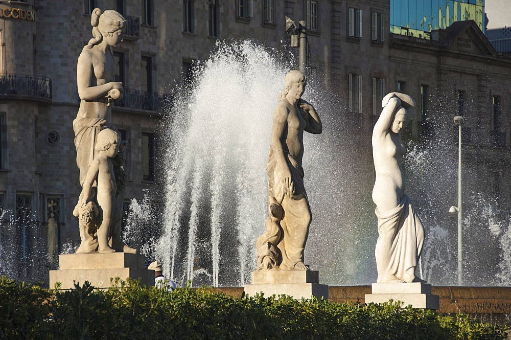 Three nude statues with fountain, Placa de Lesseps, Barcelona, Catalunya, Spain, Europe