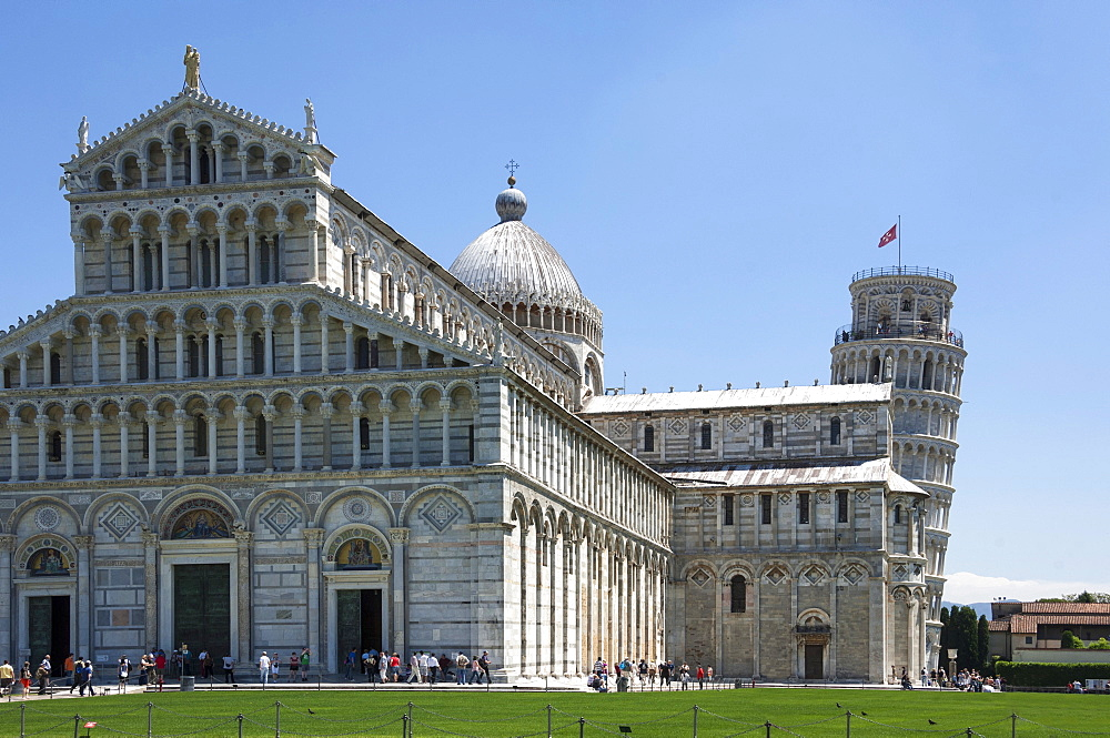 The Duomo and Leaning Tower, UNESCO World Heritage Site, Pisa, Tuscany, Italy, Europe
