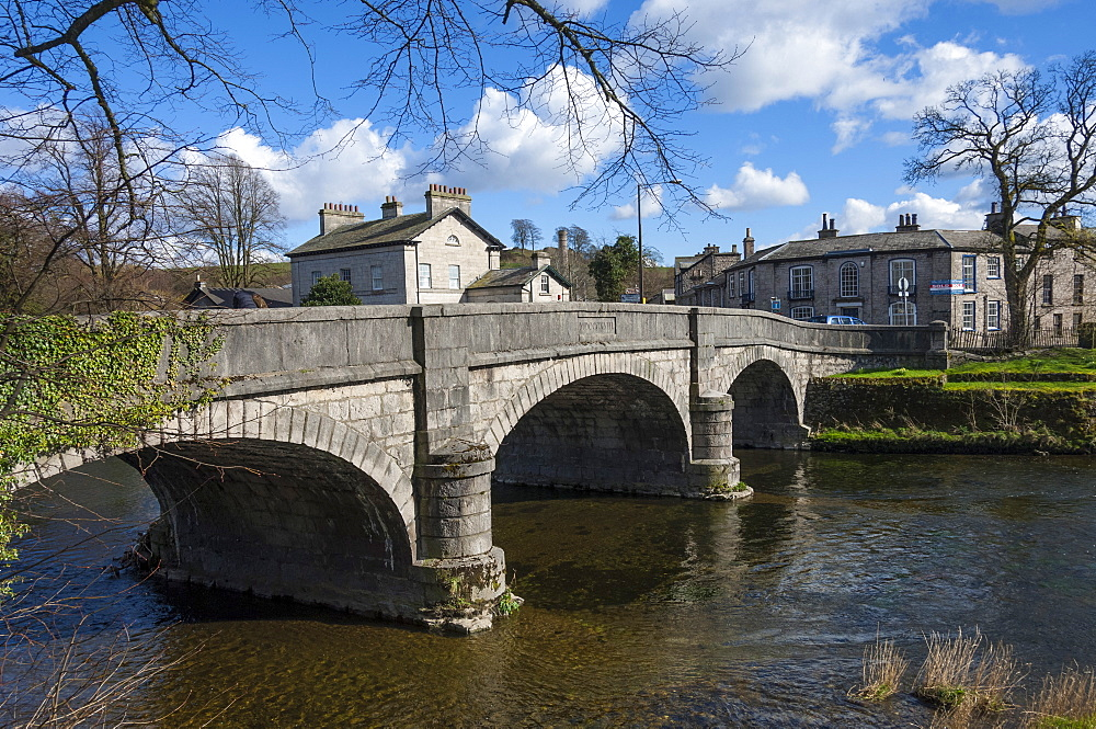 Old Kent Bridge, crossing the River Kent from New Road to Aynham Road, Kendal, South Lakeland, Cumbria, England, United Kingdom, Europe