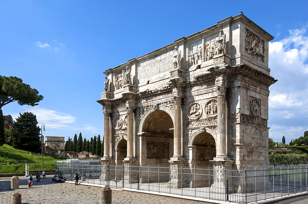 Arch of Constantine, Arch of Titus beyond, Ancient Roman Forum, UNESCO World Heritage Site, Rome, Lazio, Italy, Europe