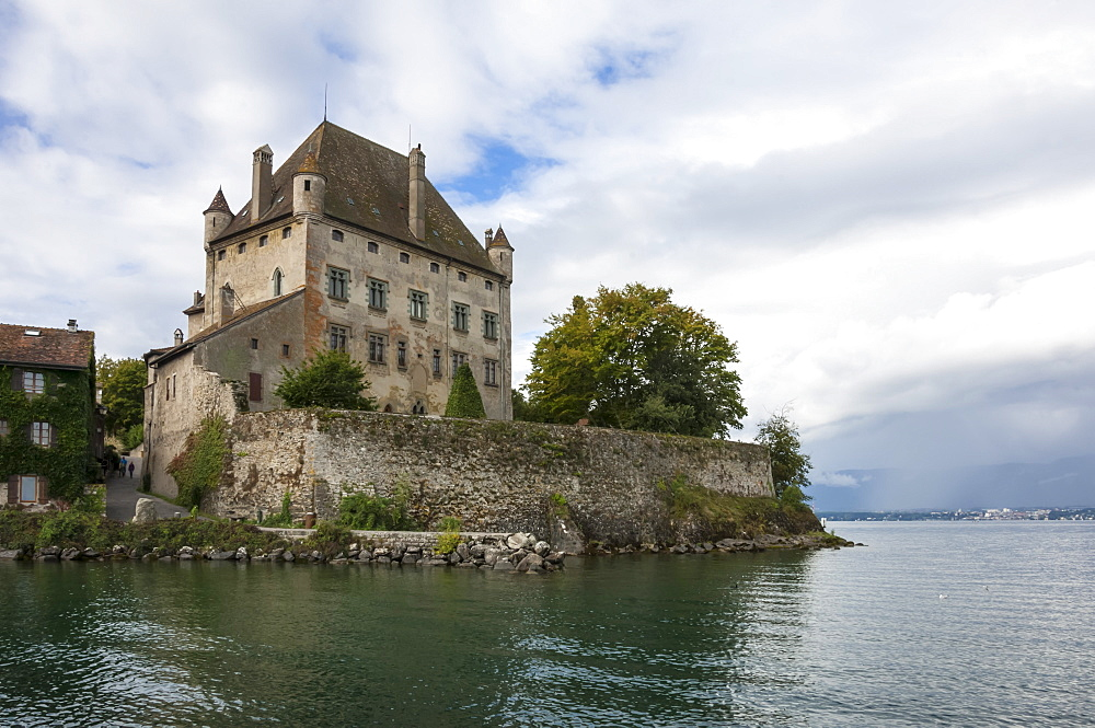 Chateau on the lake edge at the Medieval village of Yvoire, Lake Leman (Lake Geneva), Haute Savoie, Rhone-Alpes, France, Europe