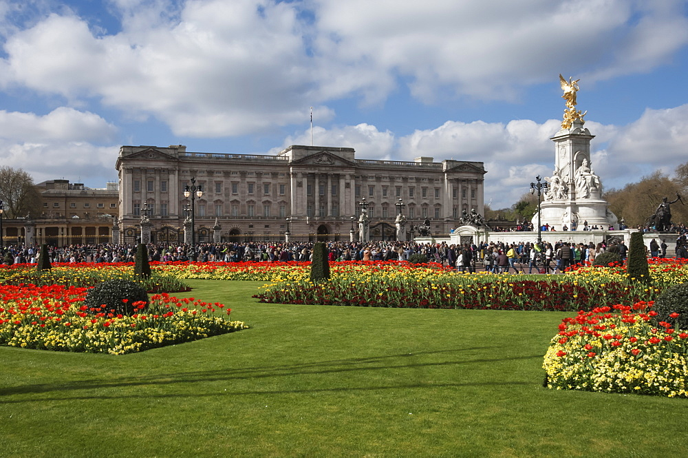 Buckingham Palace, London, England, United Kingdom, Europe - 747-1867