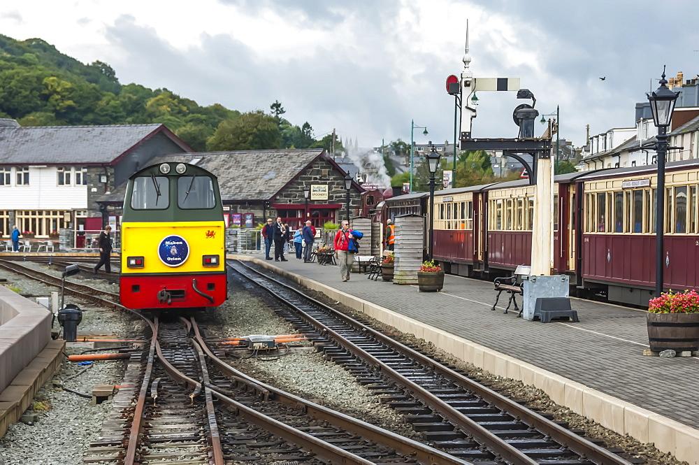 Narrow gauge Blaenau Ffestiniog railway station at Porthmadog, Llyn Peninsular, Gwynedd, Wales, United Kingdom, Europe - 747-1877