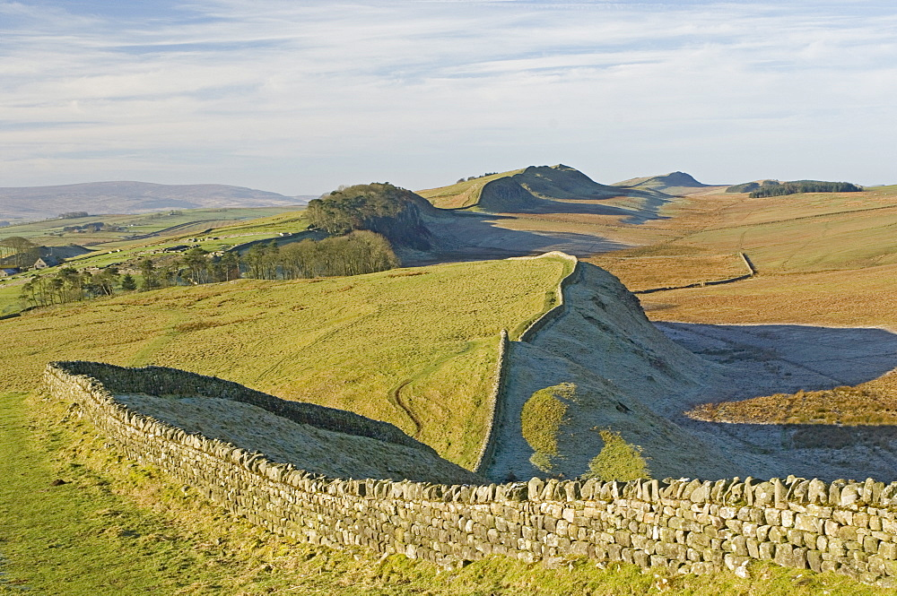 Looking west from Kings Hill to Housesteads Roman Fort and crag, Cuddy and Hotbank Crags, Hadrians Wall, UNESCO World Heritage Site, Northumberland (Northumbria), England, United Kingdom, Europe