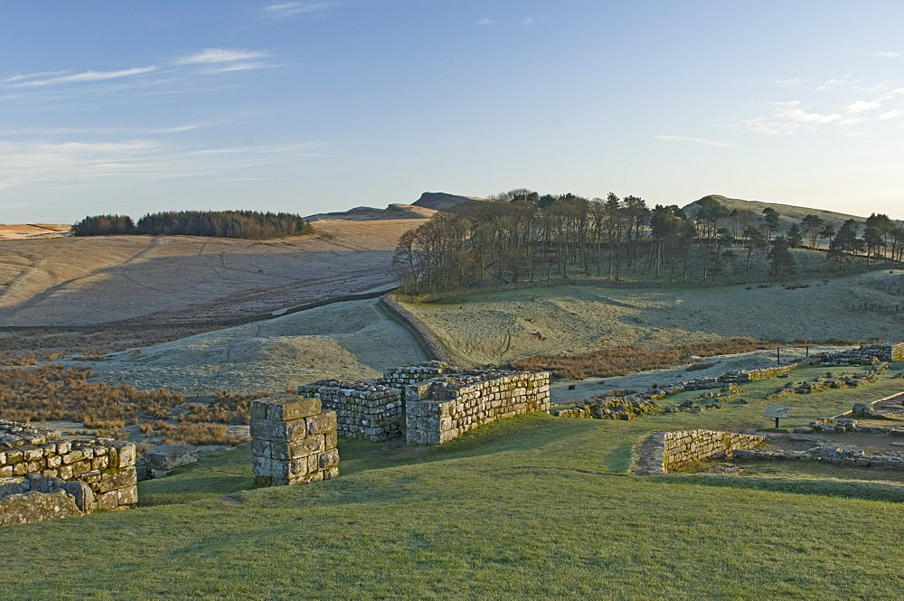North gateway looking east to Kings Hill and Sewingshields Crag, Housesteads Roman Fort, Hadrians Wall, UNESCO World Heritage Site, Northumbria, England, United Kingdom, Europe