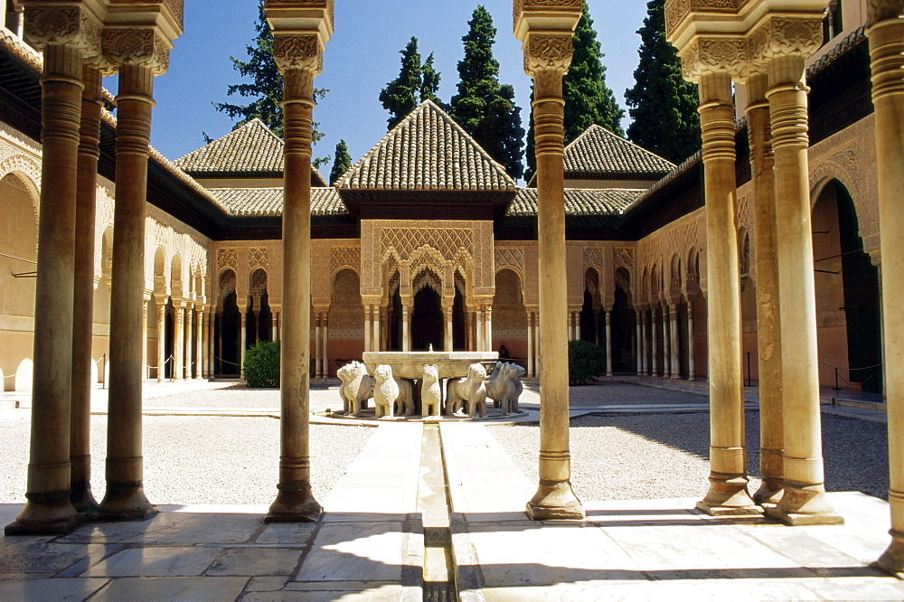 Court of the Lions, Alhambra Palace, UNESCO World Heritage Site, Granada, Andalucia (Andalusia), Spain, Europe