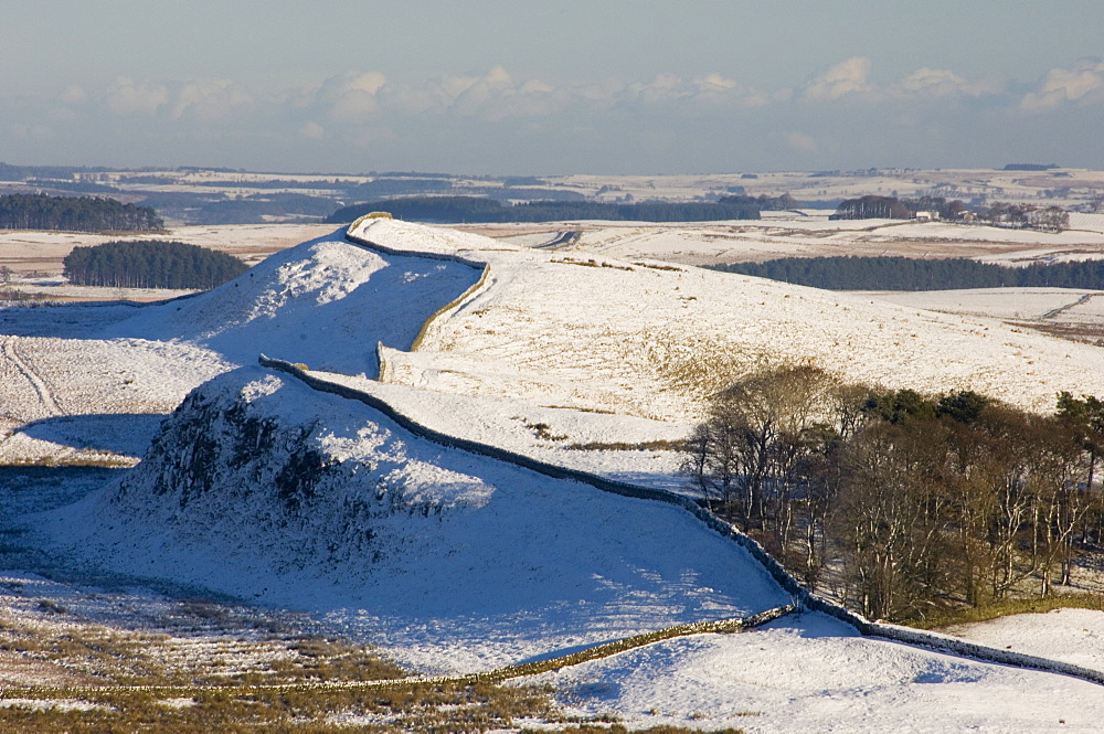 Looking east over the north wall to Sewingshields Crag, Housesteads Roman Fort, Hadrians Wall, UNESCO World Heritage Site, Northumbria, England, United Kingdom, Europe