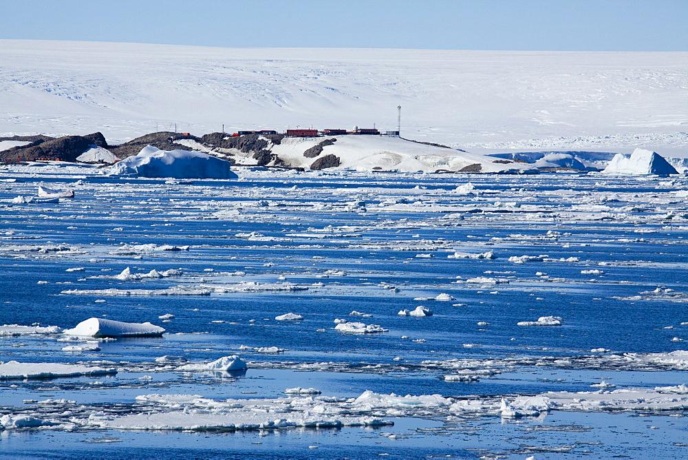 Research Station, Dumont d'Urville, Ile des Petrels, Antarctica, Polar Regions - 748-1282