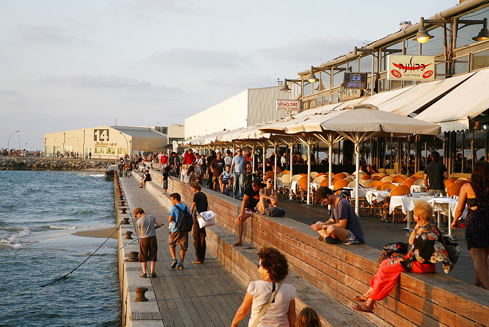 Tel Aviv's New Port filled with many bars, cafes, restaurant and boutiques, Tel Aviv, Israel, Middle East