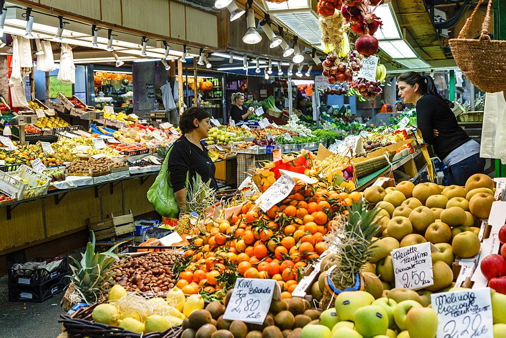 Mercato Orientale (Eastern Market), Genoa, Liguria, Italy, Europe