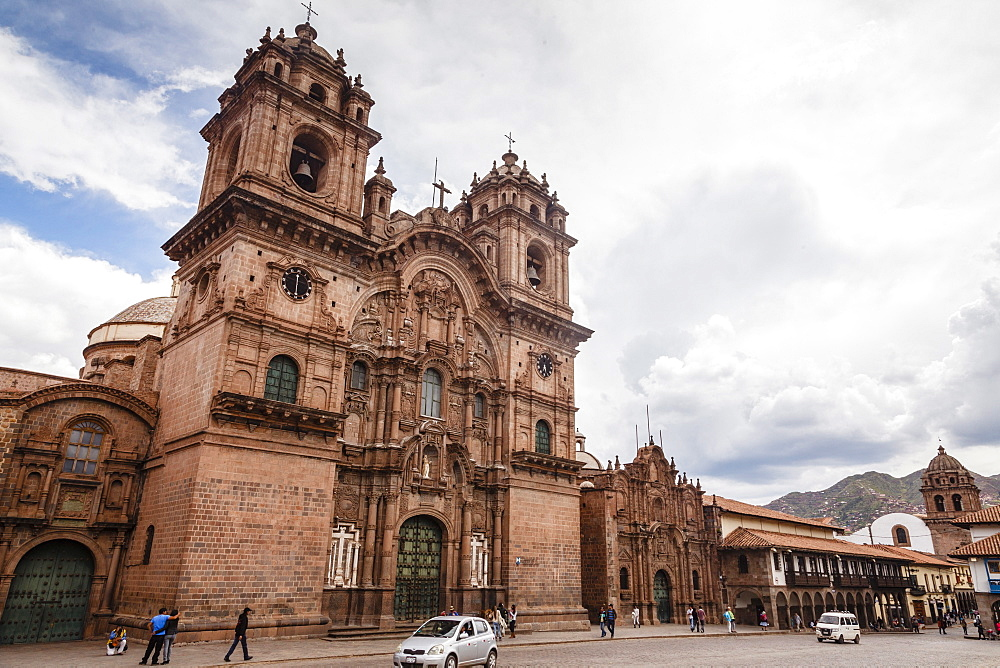 View over Iglesia de la Compania de Jesus church on Plaza de Armas, Cuzco, UNESCO World Heritage Site, Peru, South America