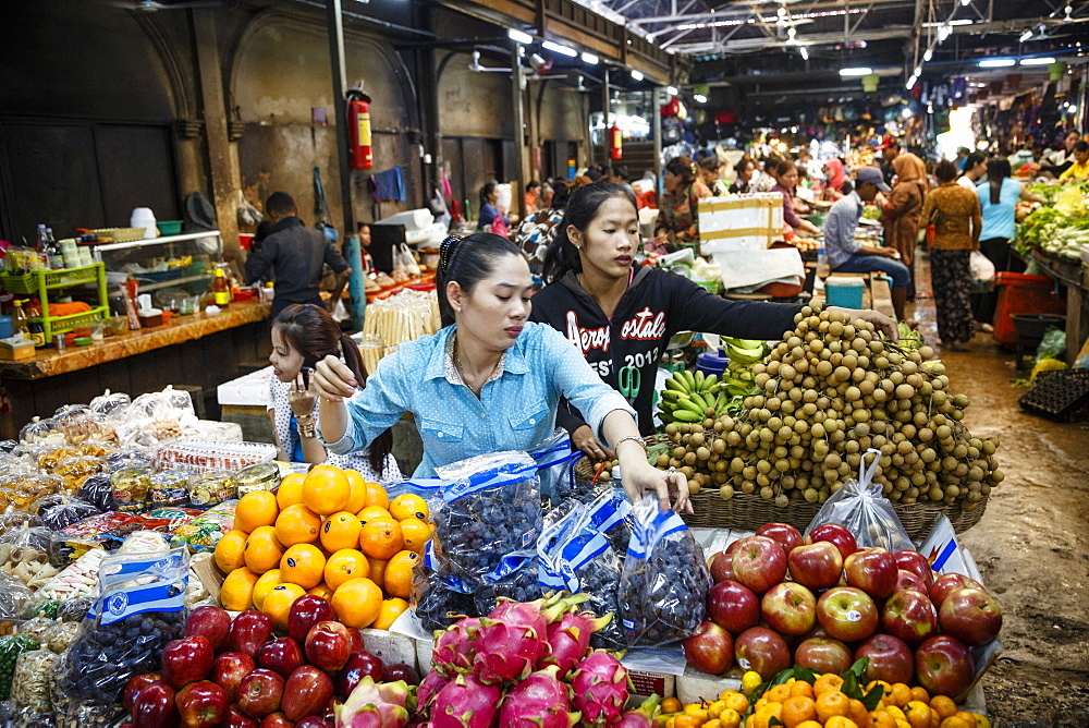 People at the food market, Siem Reap, Cambodia, Indochina, Southeast Asia, Asia