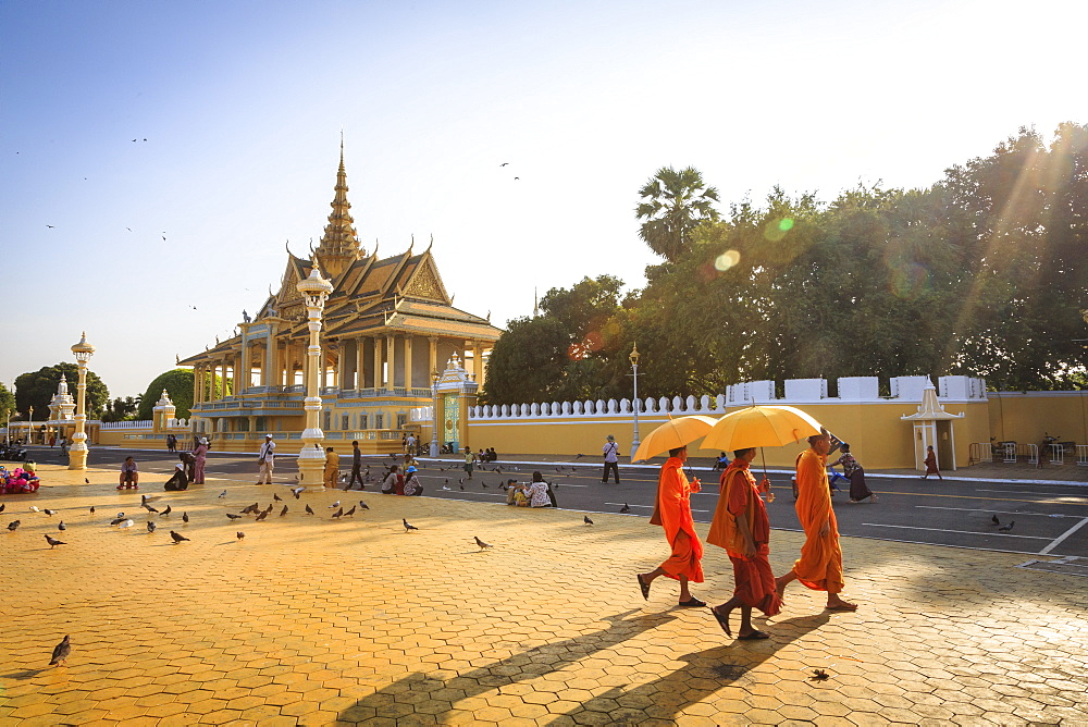 Buddhist monks at a square in front of the Royal Palace, Phnom Penh, Cambodia, Indochina, Southeast Asia, Asia