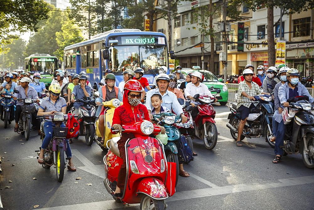Busy traffic, Ho Chi Minh City (Saigon), Vietnam, Indochina, Southeast Asia, Asia